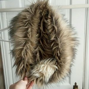 🔥 NWOT MOSSIMO Supply Co. Faux Fur Scarf🔥